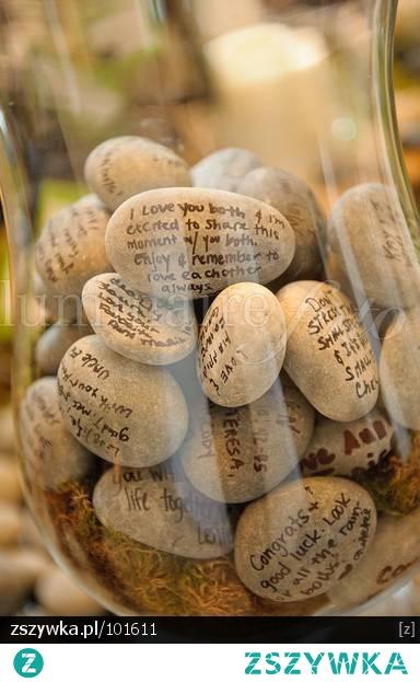 kamienne-wspomnienia lub księga gości