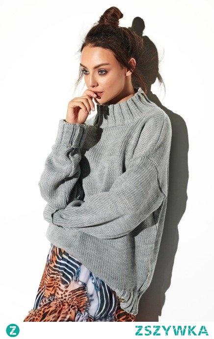Swobodny sweter o luźnym kroju z półgolfem