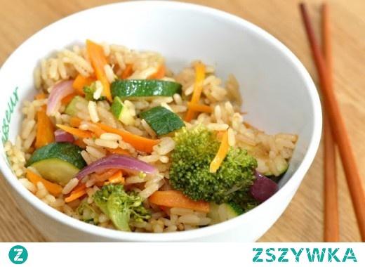 Smażony ryż w warzywami