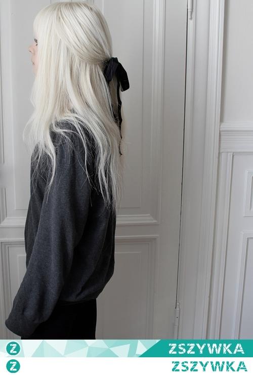 Kolory, aksamitka, włosy