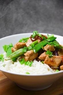 Ryż z kurczakiem po azjatyc...