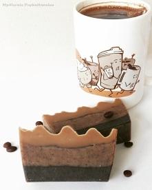 Dla wielu kawa jest nieodłącznym elementem każdego poranka. Dla mnie... Niekoniecznie. Lubię jej zapach i kawowy smak w słodyczach, ale za samą kawą nie przepadam. Mimo to, post...