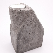 Świecznik z cementu Domek