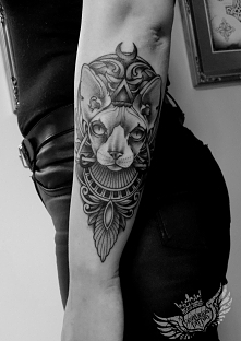 tatuaż na przedramieniu egi...