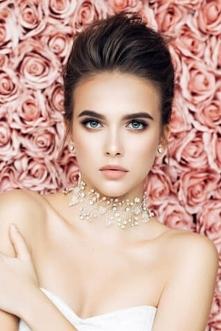 Srebrna biżuteria — dlaczego warto ją wybrać?  Biżuteria srebrna taniej nawet do 75% w klubie zakupowym! - Biżuteria srebrna od lat cieszy się nieprzemijającą popularnością. Wyk...