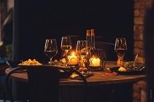 Romantyczna kolacja przy świecach to zawsze dobry pomysł. Idealnie sprawdza s...