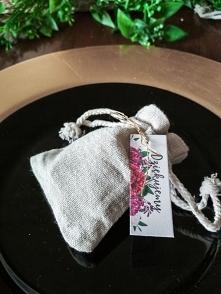 Woreczek z kwiatową karteczką, totalnie nowa wersja weselnych podziękowań :)