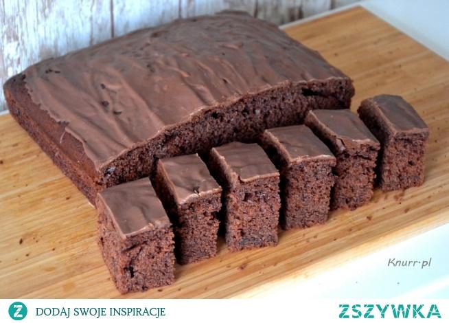 Obłędne w smaku, wilgotne ciasto czekoladowe z dodatkiem powideł śliwkowych. Pewniak, który posmakuje każdemu i zawsze się uda! Bajecznie prosty przepis!