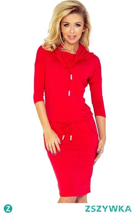 Sportowa sukienka z golfem i wiązaniami