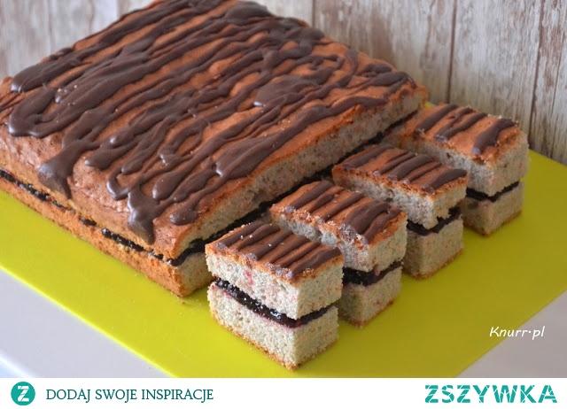 Idealny deser - szybkie, słodkie i pachnące wiśniami ciasto.  Bardzo prosty przepis. Posmakuje dorosłym i dzieciom.