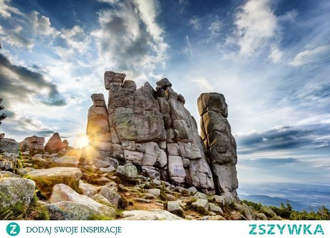 Pielgrzymy (woj. dolnośląskie) – forma skał granitowych o wysokości dochodzącej do 25 m, zlokalizowana w Karkonoszach.