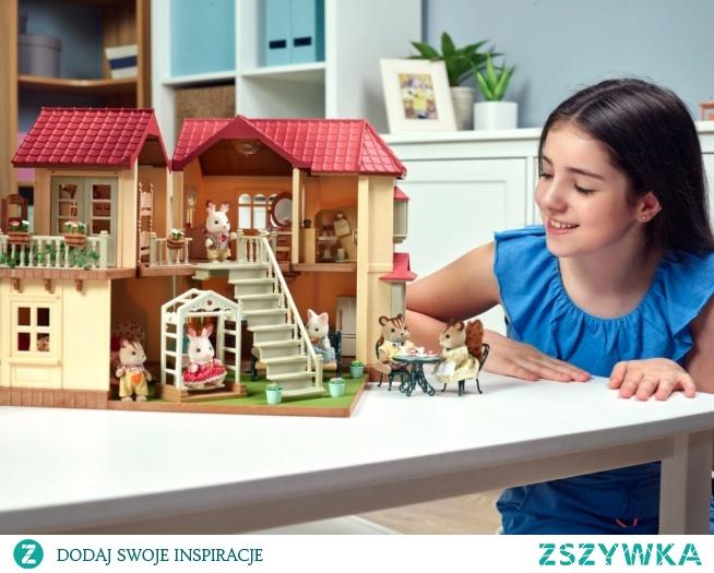 Sylvanian Families to całe rodziny ze wspaniałymi postaciami: maluchy, bliźnięta, dziadkowie. To zabawa w zawody, piękne zestawy: przedszkola, sklepy, wille, domki i wiele akcesoriów do tworzenia niesamowitego, rodzinnego świata. Czytaj na blog.zabawkitotu.pl