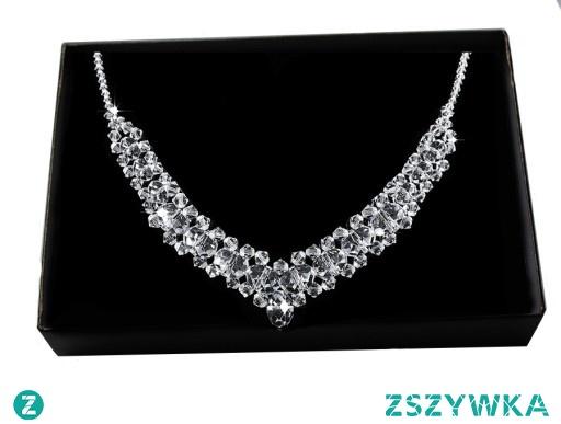 Kolia to najbardziej trafiony prezent dla kobiety. Pięknie współgra ze stylizacją glamour ale także z romantyczną.