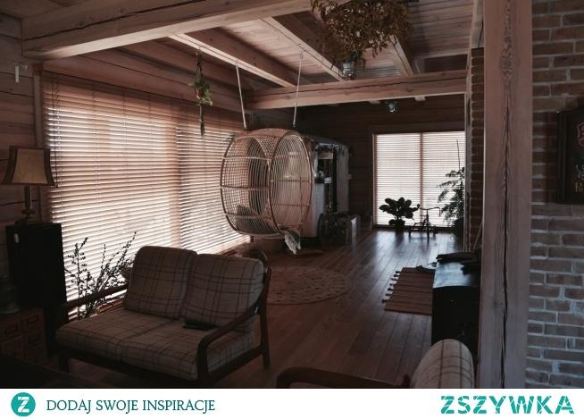 Nasze żaluzje bambusowe 50mm w pięknym drewnianym domu Julii Rozumek :)  Żaluzje znajdziesz na NASZE DOMOWE PIELESZE  foto: Julia Rozumek