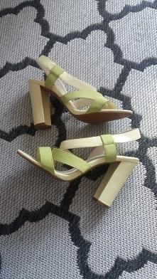 SPRZEDAM pastelowe sandały ...