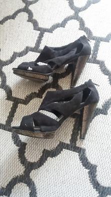 SPRZEDAM sandały czarne węż...