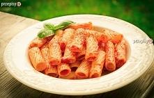 Rurki z pomidorowym sosem