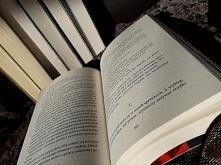 książki - światło i mrok