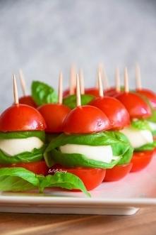 Koreczki z pomidorków, mozz...