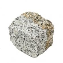 Kostka granitowa surowo łup...