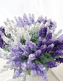 Kompozycje kwiatów mogą być różne idealnie również sprawdzają się jako ozdoby...