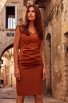 Elegancka klasyczna sukienk...
