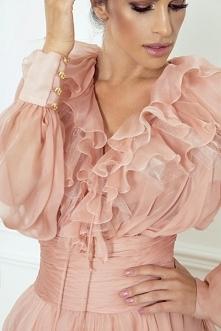 W naszej ofercie znajdziesz ekskluzywne suknie koktajlowe zaprojektowane przez Sylwię Romaniuk. Wszystkie modele są uszyte z tkanin wysokiej jakości, z dbałością o każdy szczegó...