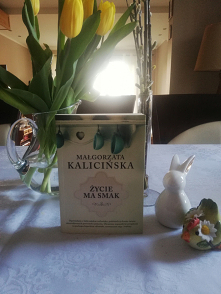 """Opowiadania """"Życie ma smak"""" Małgorzaty Kalicińskiej w świątecznej aranżacji."""