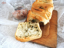 Odrywany chlebek ziołowo-czosnkowy
