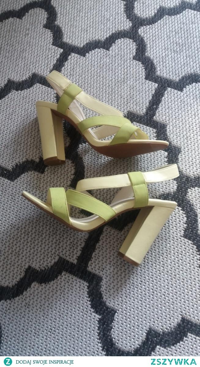 SPRZEDAM pastelowe sandały na słupku limonkowe, NOWE 38,5 - 30 zł