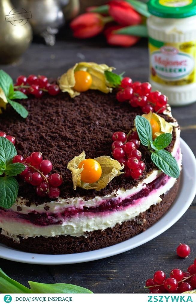 Wielkanocne ciasto majonezowe z masą budyniową i frużeliną wiśniową