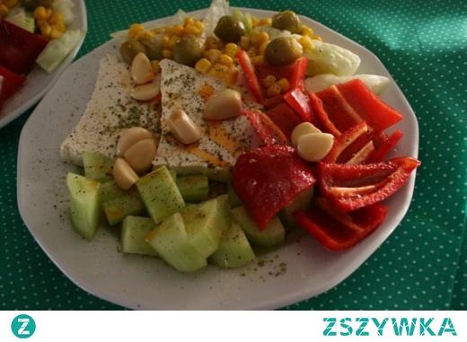 Świeże warzywa z arabskim serem feta