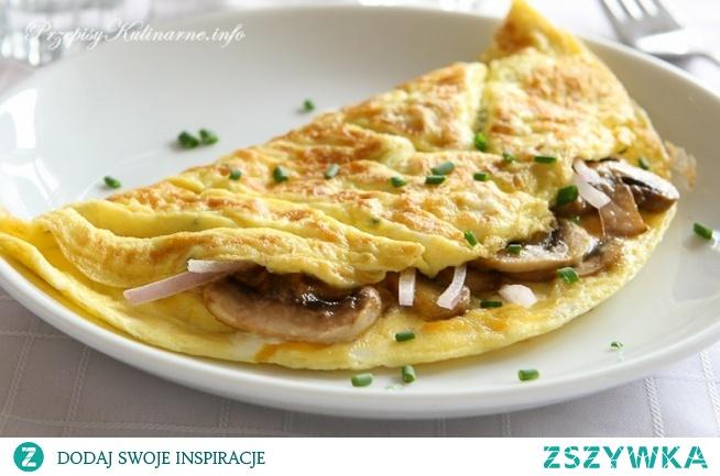 Omlet z pieczarkami i cebulką