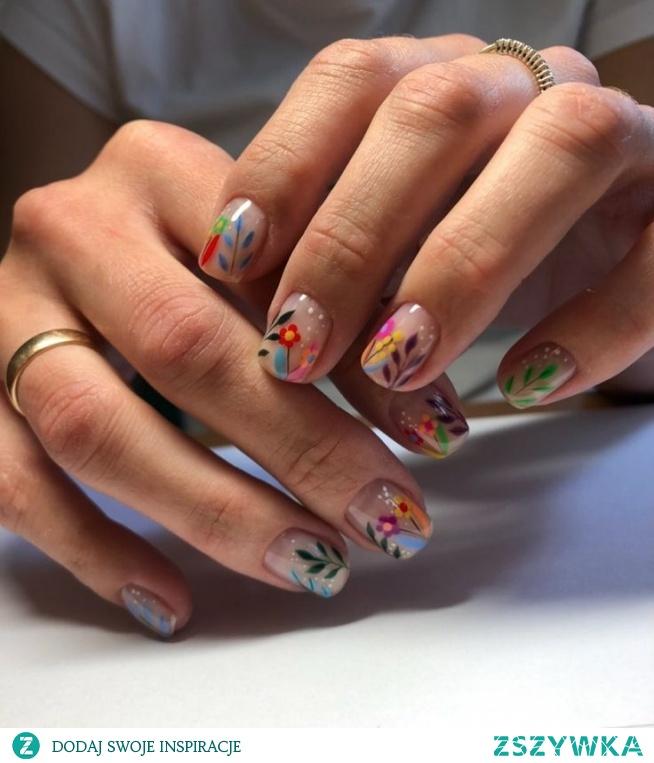 Wiosna inspiruje mnie do szaleństwa na paznokciach. Kwiaty na pazurkach to coś co wueilbiam <3
