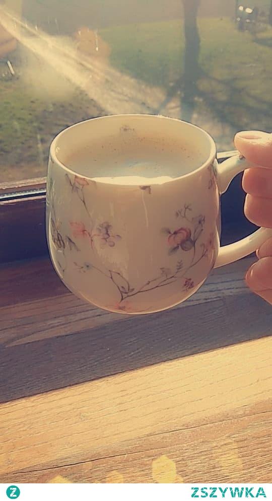 Tak tęskniłam za tym światłem, za  piciem porannej kawy w blasku wiosennego słońca no cudo, aż chce się żyć<3