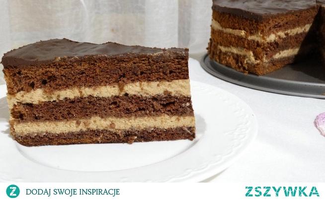 Ciasto czekoladowa inka składające się z trzech płatów biszkopta, przekładanych masą z bitej śmietany o smaku kawy inki, zadowoli nie tylko smakoszy kawy. Delikatny smak kawy, wilgotny biszkopt, puszysta masa… musisz spróbować. Zapraszamy na przepis w formie tekstowej, jak również na film, gdzie przedstawiamy krok po kroku zrobienie tego niesamowitego ciasta.
