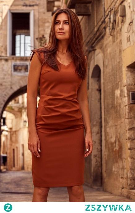 Elegancka klasyczna sukienka z marszczeniem w talii Sukienki.shop