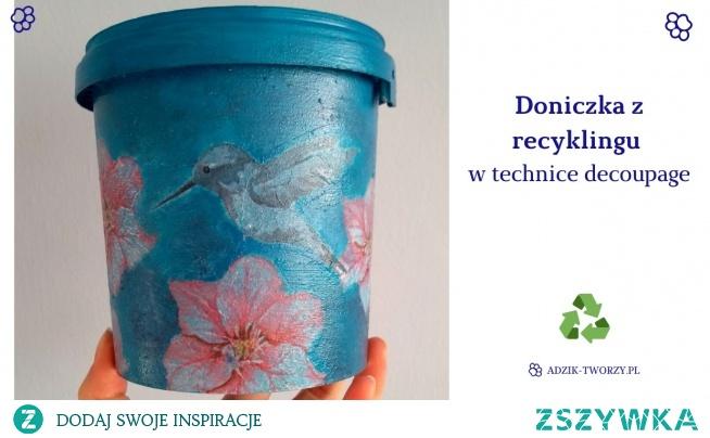 Domowe rośliny rozrastają się jak szalone, a Tobie brakuje już doniczek? Zamiast lecieć do sklepu po nowe doniczki - zrób je z recyklingu plastikowych pojemników! :)  Po szczegóły KLIKnij w zdjęcie lub zajrzyj na blog z przeróbkami Adzik-tworzy.pl