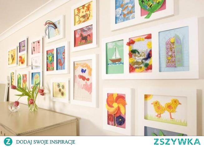 Kolorowe obrazki w drewnianych ramach to świetny pomysł na wykończenie wnętrza :). Zapraszamy do sklepu :)