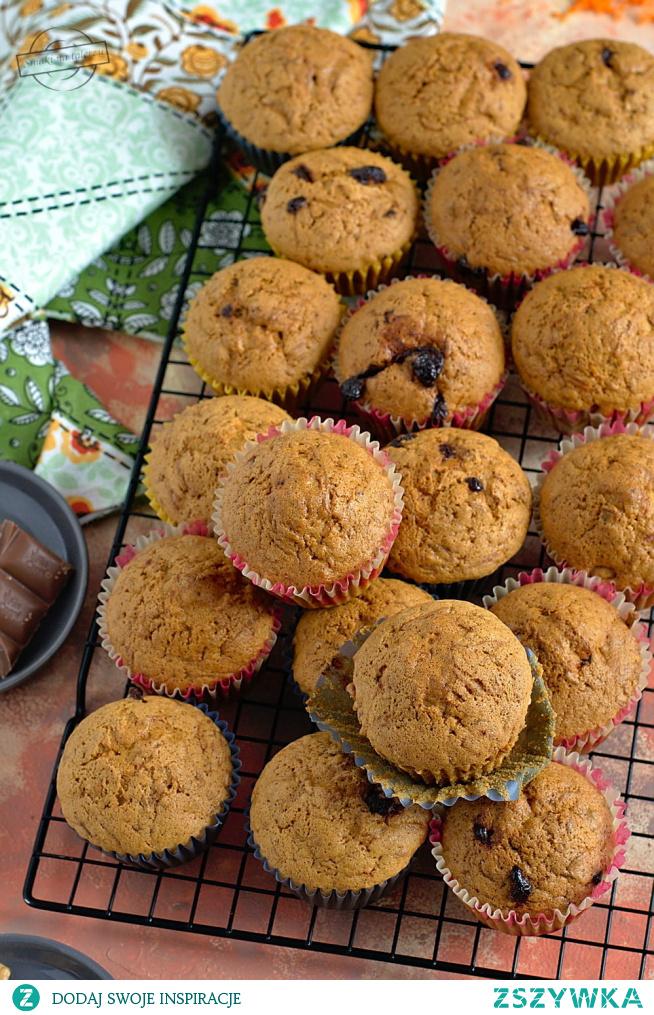 Muffinki marchewkowe z czekoladą i orzechami