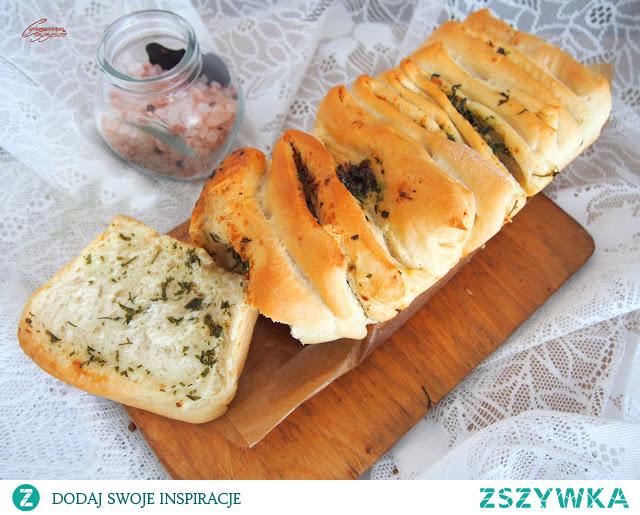 Odrywany chlebek czosnkowo ziołowy
