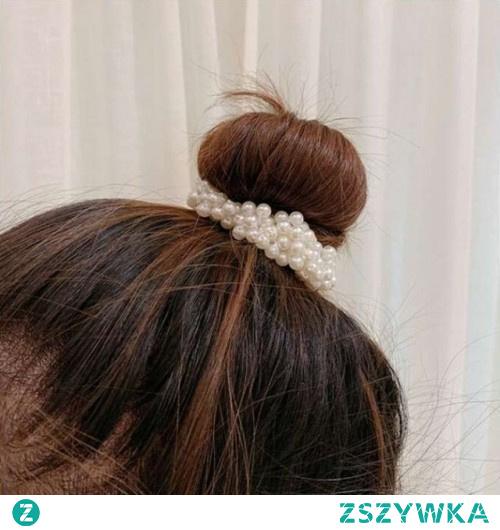 Gumka do włosów z perełkami w cenie 9,10 zł. Kliknij w zdjęcie, aby przejść do sklepu Silvona.pl.