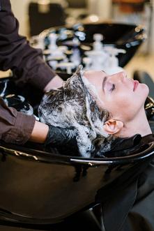 Czy można myć włosy mydłem? Owszem, nic nie stoi na przeszkodzie. Ale czy jes...