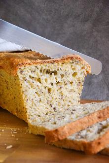 Chleb otrębowy ze słonecznikiem i siemieniem lnianym. Przepis po kliknięciu w zdjęcie.