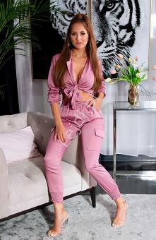 Modny komplet satynowy. Bardzo seksowny zestaw, spodnie i koszula wiązana pod...