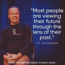 """""""Większość ludzi patrzyna na swoją przyszołść z perspektywy przeszłości...."""