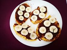 Czas na chwilę rozkoszy i słodkości... Mniam... Placuszki z mąki kukurydzianej z czekolada i bananem