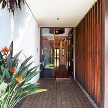 Elegancki taras z kostki brukowej to nie tylko miejsce wypoczynku, ale i wizytówka naszego domu. Stwórz więc miejsce, które będzie powodem do dumy!