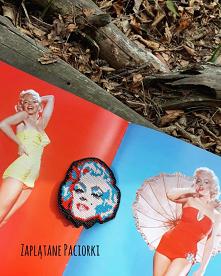 """""""Boska Marylin"""" - romantyczna, graficzna. Inspiracją był mój ulubiony album """"Metamorfozy Marilyn Monroe"""" - piękne zdjęcia, cudne kolory ,wiele ciekawostek ....."""