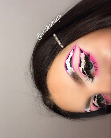 Follow for more : @wikimup  BROWS: @anastasiabeverlyhills brwi wiz dark brown  @inglot_cosmetics duraline  @bperfectcosmetics carnival xl pro ( shadow pinke me) @evelinecosmetic...